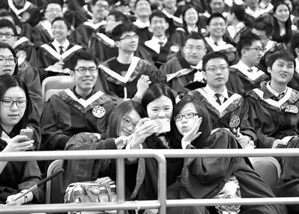同济大学关心下一代- 上海交通大学研究生挥别母校